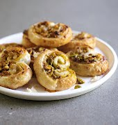 Sunday brunch: Easy vegan apricot & pistachio pastries