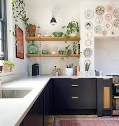 Cool people are hanging plates on their wall again: here are some options to try, no matter what your style